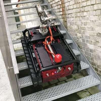 Robot cingolato antincendio