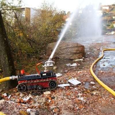 Robot sanificante con kit antincendio rv2
